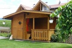 Gartenhaus mit überdachter Sitzecke